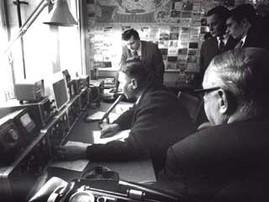 Die neu eingeweihte Clubstation DL0JK wurde zur Öffentlichkeitsarbeit genutzt. DL3JF am Mike, dahinter DL3SD