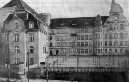 Das einstige Realgymnasium I Wilhelmshöher Allee (heute Jacob-Grimm-Schule) (Foto: HNA; Stadtarchiv/nh)