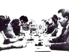 Angehende Funkamateure bei Morseprüfungen